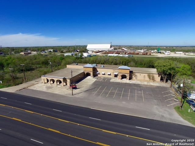1603 Oak St, Jourdanton, TX 78026