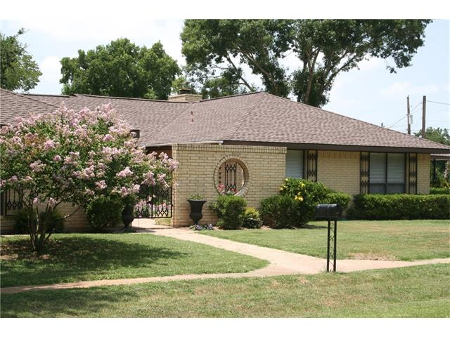 1105 Charleston Blvd, Smithville, TX 78957