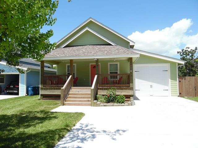 1403 Young St, Rockport, TX 78382