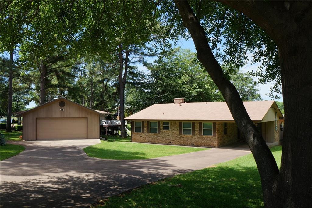 232 Bushwhacker Drive, Mabank, TX 75156