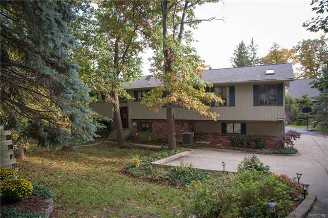 475 INDIANWOOD RD, Orion Twp, MI 48362