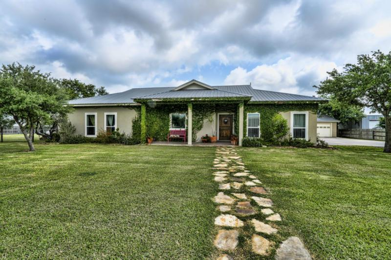 4528 County Road 81, Robstown, TX 78380