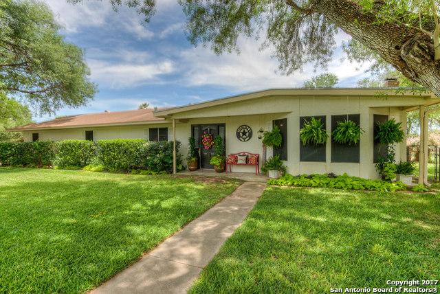 910 OAKRIDGE DR, Pleasanton, TX 78064