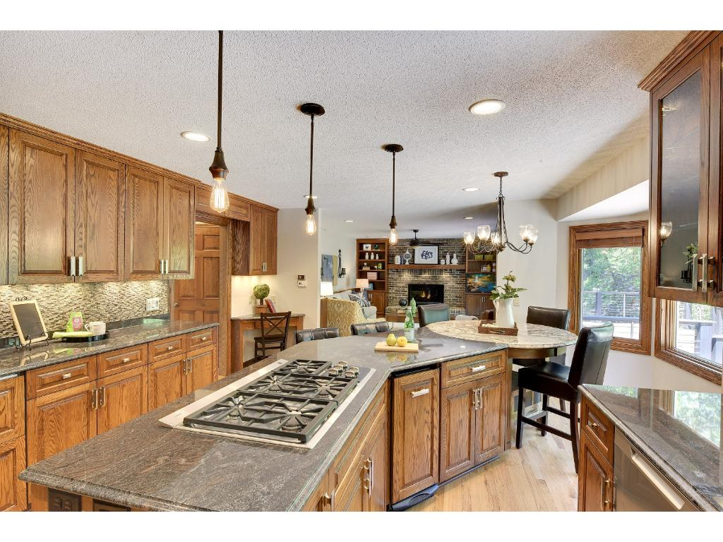 5500 River Bluff Curve, Bloomington, MN 55437