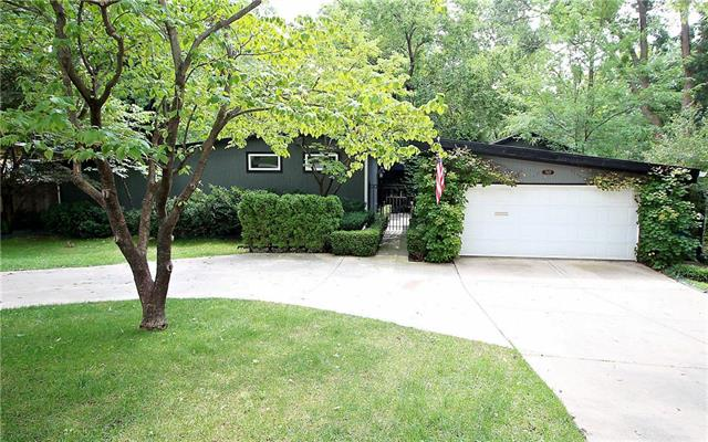7827 Chadwick Street, Prairie Village, KS 66208