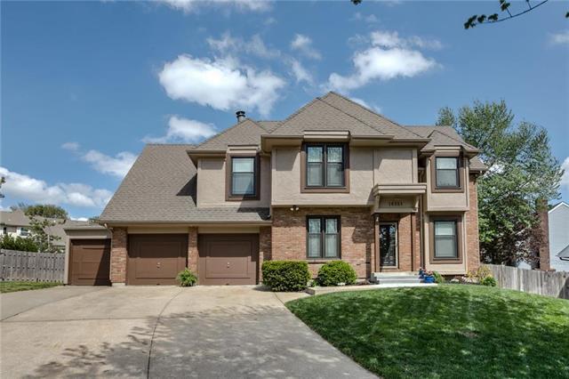 16351 W Briarwood Court, Olathe, KS 66062