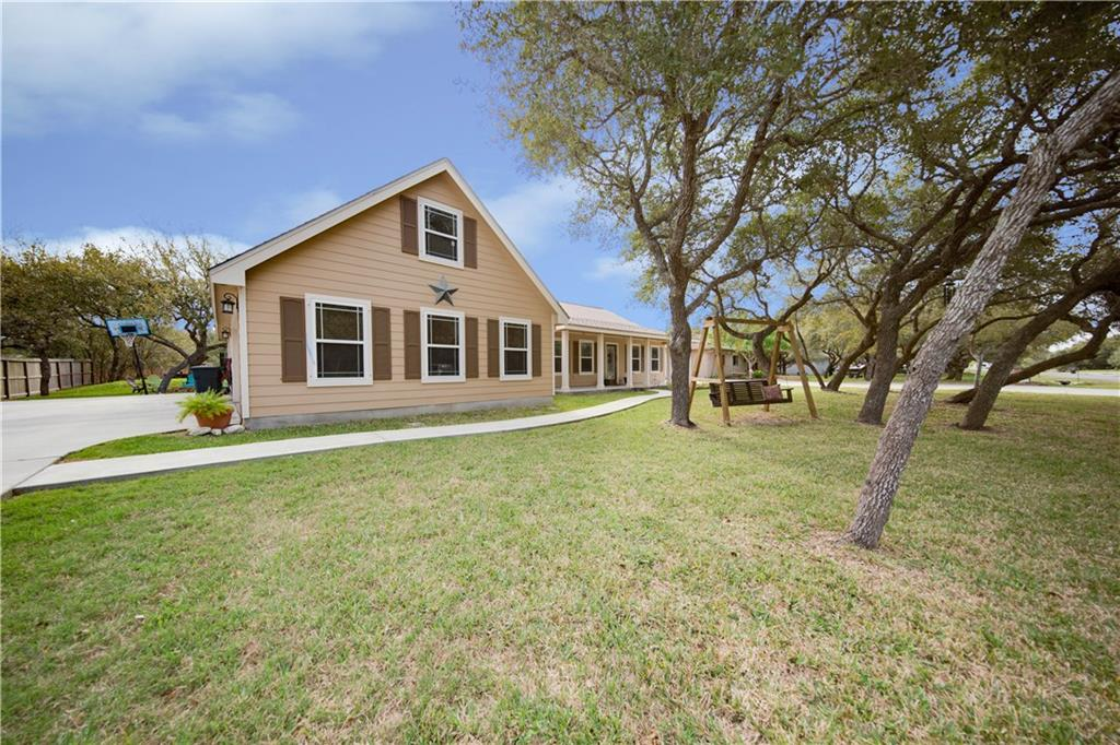 706 Hickory Ave, Rockport, TX 78382