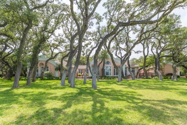 2114 Lakeview Dr, Rockport, TX 78382