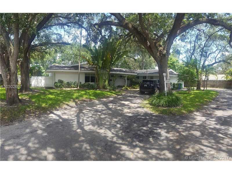 2260 NE 202nd St, Miami, FL 33180