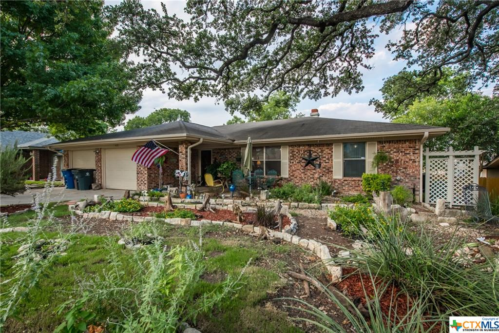Come see this well maintained 3 bedroom, 2 bathroom home in New Braunfels. Tucked away on a quiet street, but just minutes from downtown attractions. This home features 2 living areas, a split floor plan, beautiful custom cabinets & Quartz countertops in the kitchen. Outside, enjoy the nicely landscaped front yard, with one of the largest Oak trees in Comal County! Brand new AC & Heat were installed in 2016, and the attic features incredible insulation to keep those utility bills low. Home also features a Kinetico Water softener.