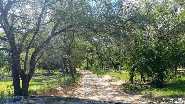 405 Marthas Ln., Somerset, TX 78069