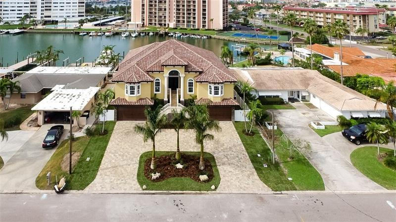 38 LEEWARD ISLAND, CLEARWATER BEACH, FL 33767