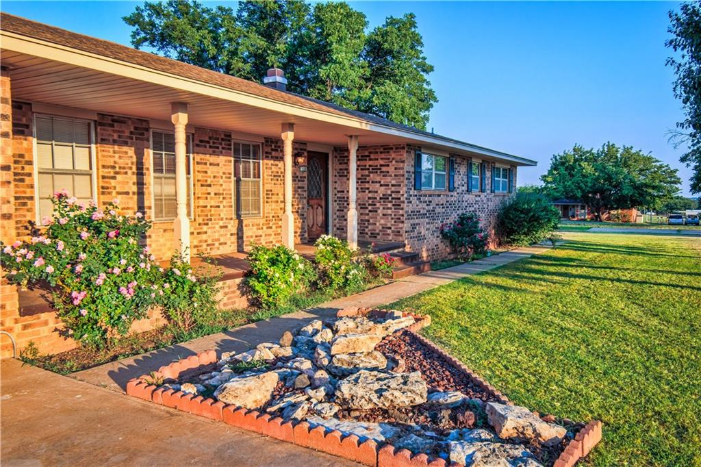 1108 N 8th, Sayre, OK 73662