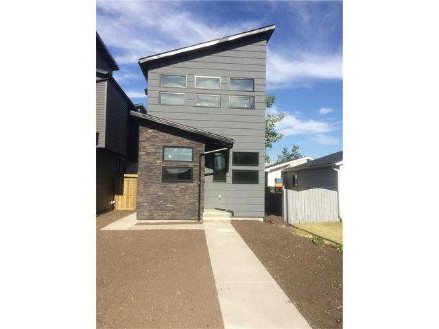 4656 82 Street NW, Calgary, AB T3B 1Y4