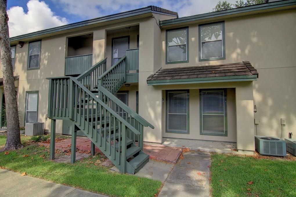 302 Saint Andrews St, Rockport, TX 78382