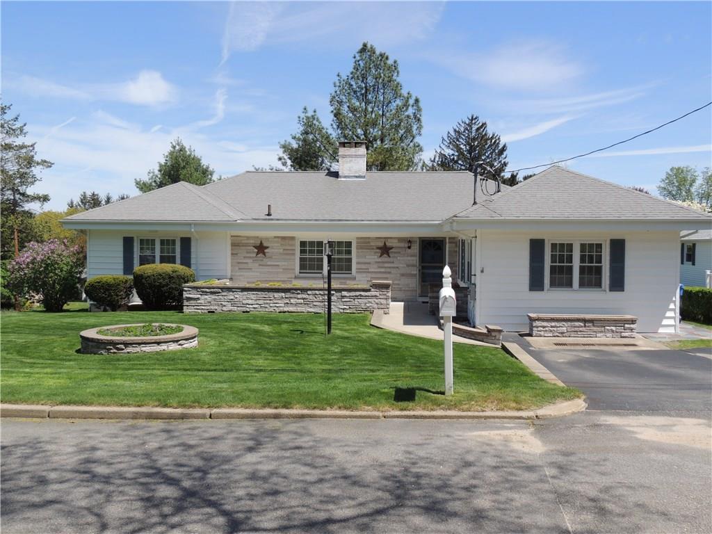 4 Hillside RD, Lincoln, RI 02865