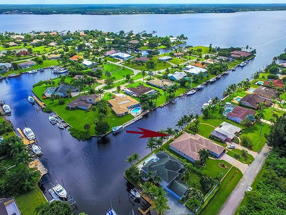 2712 NW Howard Creek Lane, Stuart, FL 34994