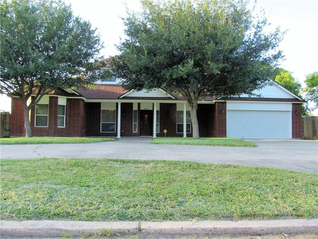 305 E Avenue I, Robstown, TX 78380