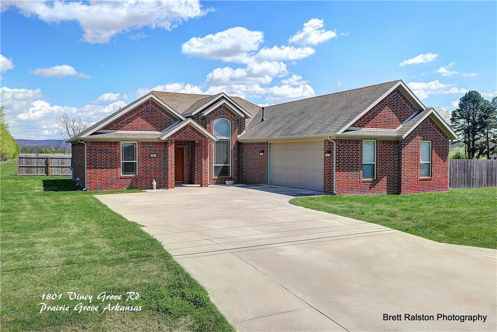 1801 Viney Grove RD, Prairie Grove, AR 72753