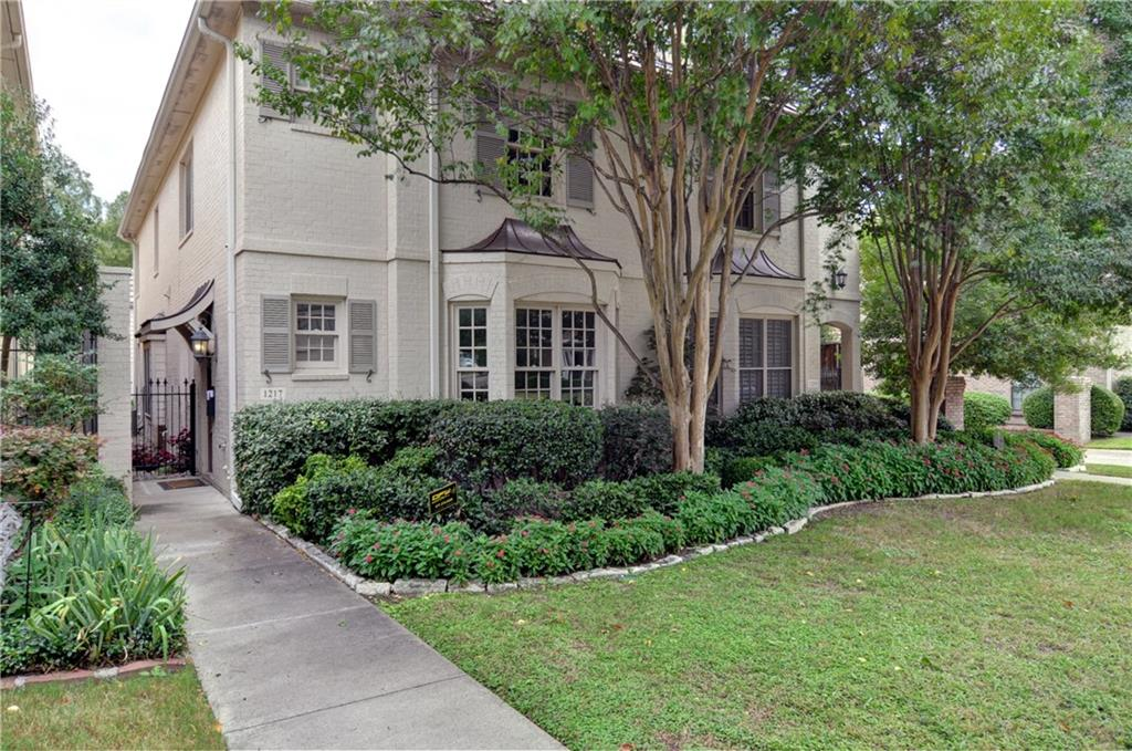 1217 Belle Place, Fort Worth, TX 76107