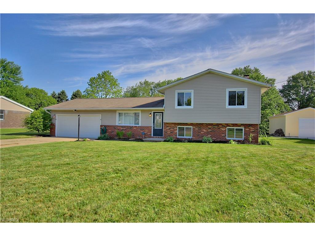 2375 Yorktown St NW, Uniontown, OH 44685