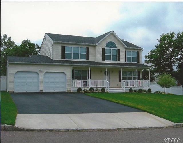 Still Time Customize Crown Molding ,Appliance Package S. Steel, Oak Floor 1st Floor Granite Counter Top Chose Cabinets. Nice Wooded Homesite