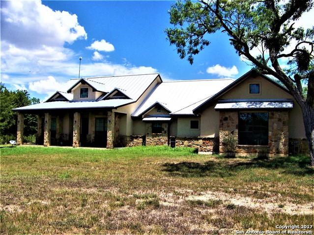 180 Oak Park RD, Adkins, TX 78101