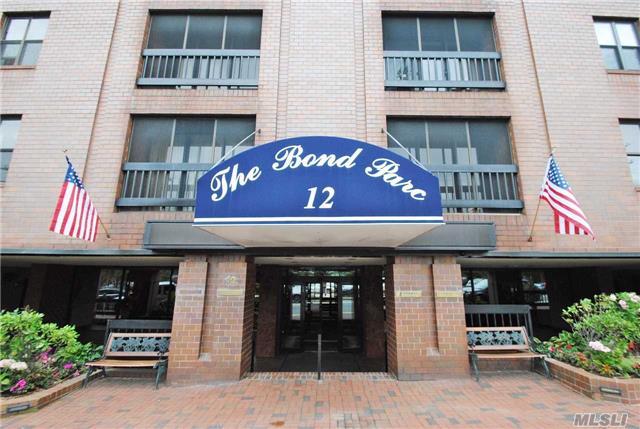 12 Bond St, Great Neck, NY 11021
