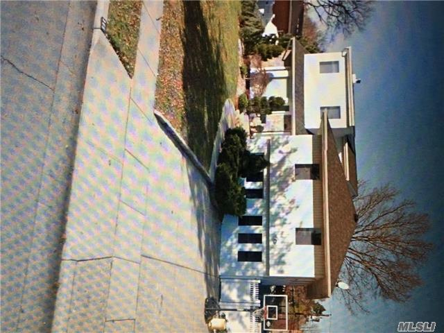 305 N Richmond Ave, Massapequa, NY 11758