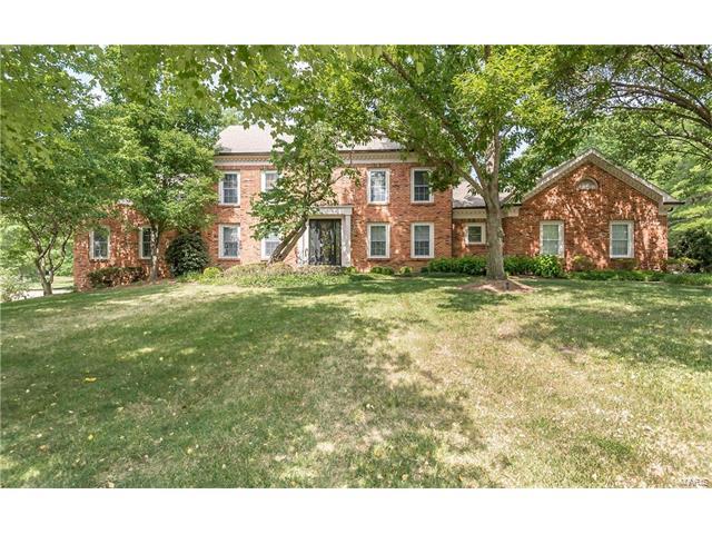 952 Arlington Oaks Terr, Town and Country, MO 63017
