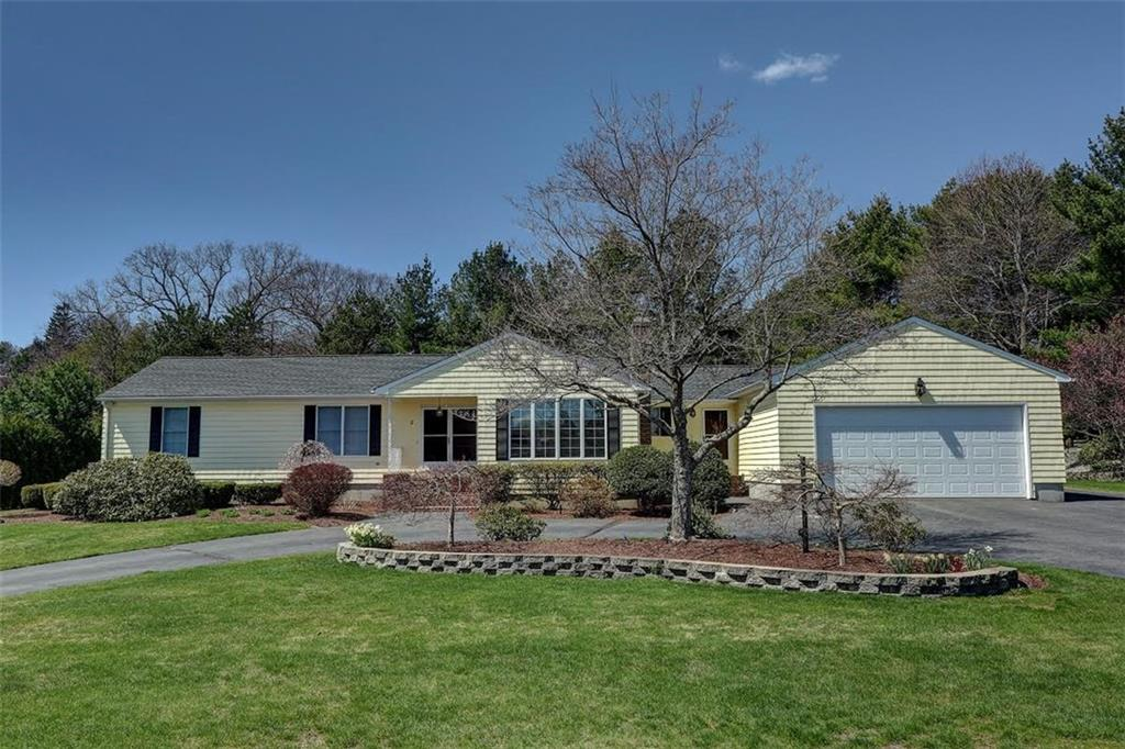 2 Countryside DR, Lincoln, RI 02865