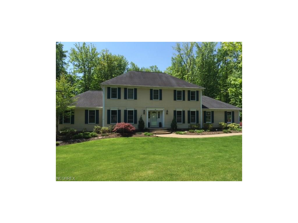 74 Waterford Dr, Chagrin Falls, OH 44022