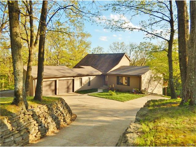 4 Oak Forest Ct, St Charles, MO 63303