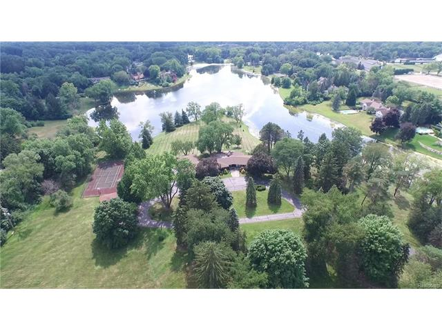 580 E LONG LAKE Road, Bloomfield Hills, MI 48304