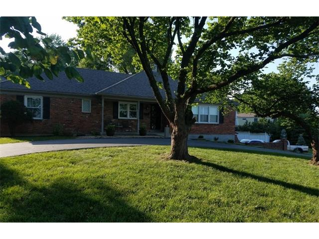 5500 W 92ND Place, Overland Park, KS 66207