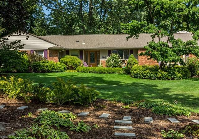 899 Fox Run, Bloomfield Twp, MI 48304
