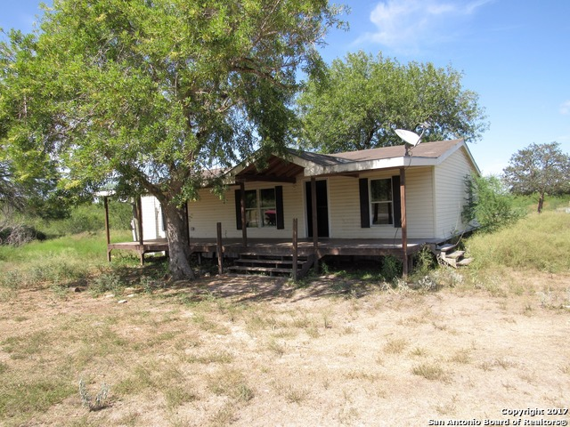 302 Rafael St, Refugio, TX 78377