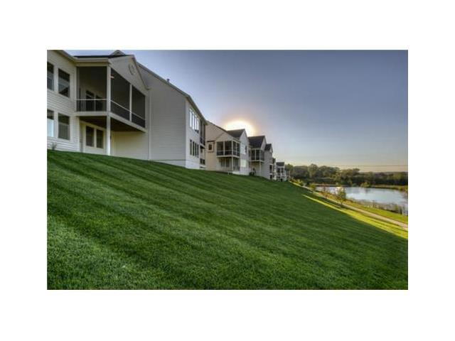 6216 Lime Stone Court, Parkville, MO 64152