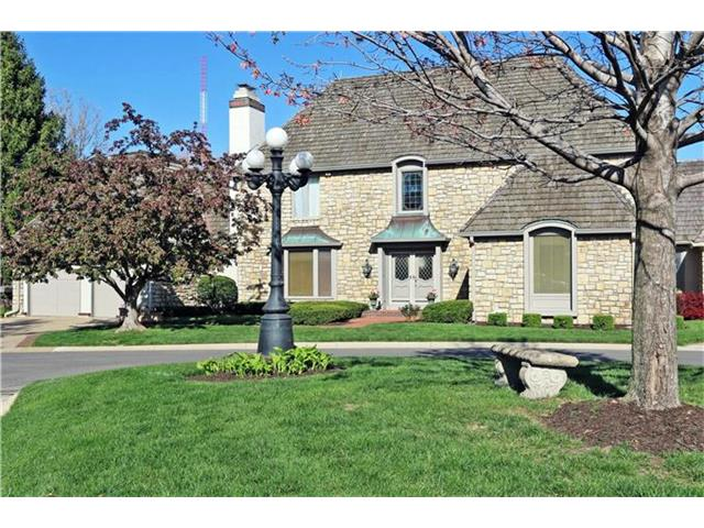 23 Le Mans Court, Prairie Village, KS 66208