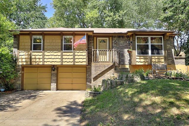 820 NW Buckingham Place, Blue Springs, MO 64015
