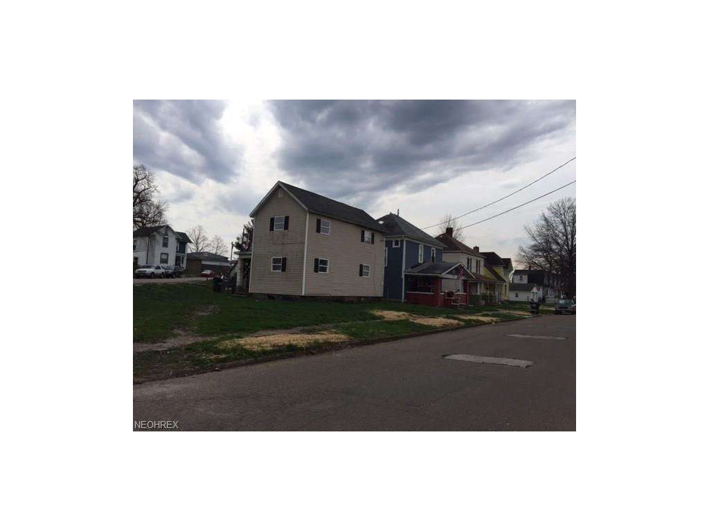 422 S 3rd St, Coshocton, OH 43812