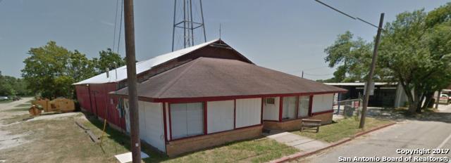 120 W 3rd St, Nixon, TX 78140