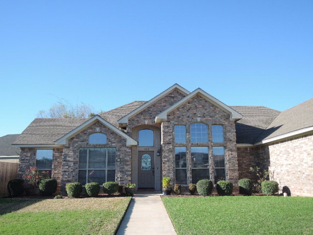 102 Lake Forest, Victoria, TX 77904