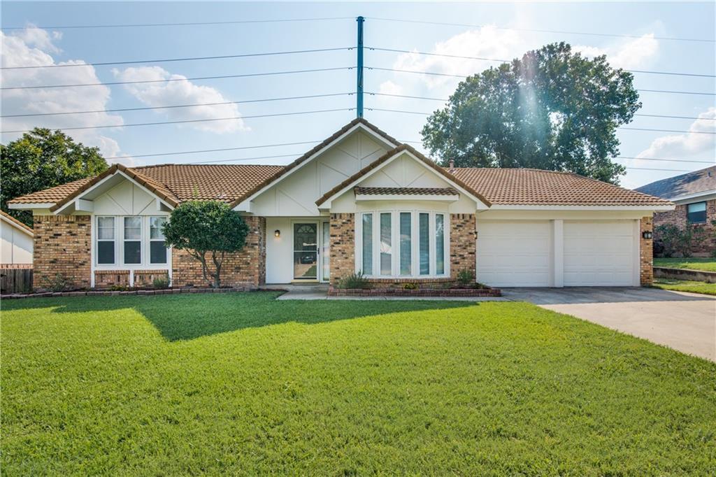 2833 Summerdale Drive, Hurst, TX 76054