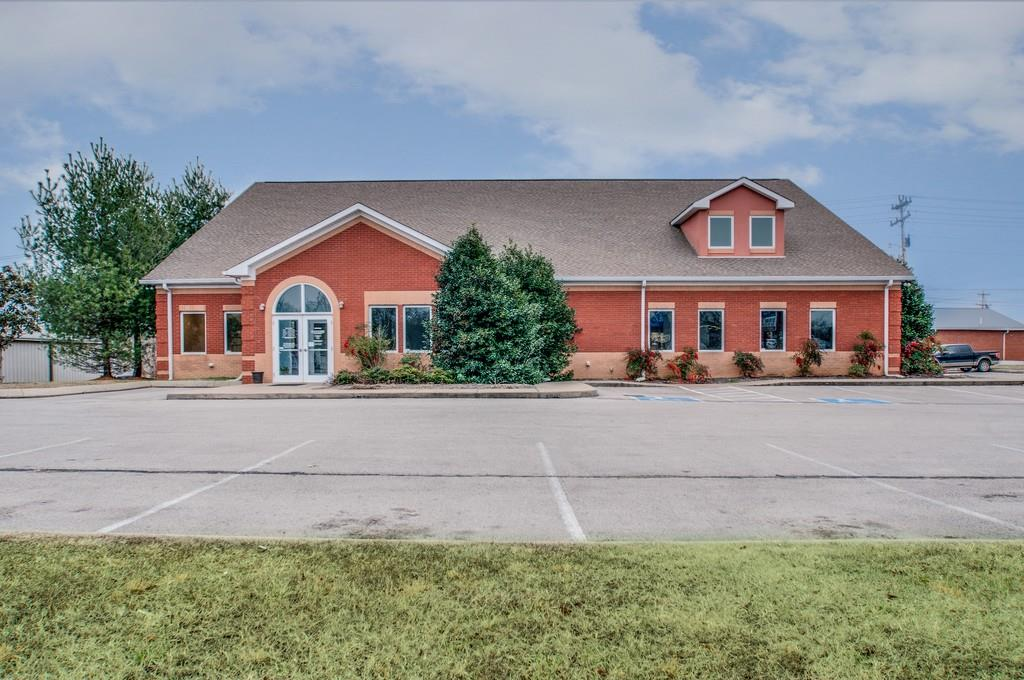 2004 Highway 47 N, White Bluff, TN 37187