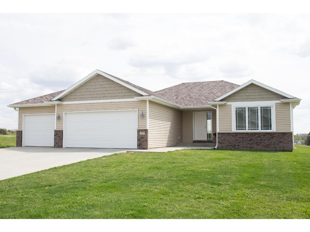 1467 Grandview Lane SE, Mazeppa, MN 55956