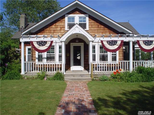 11 N Howells Point Rd, Bellport Village, NY 11713