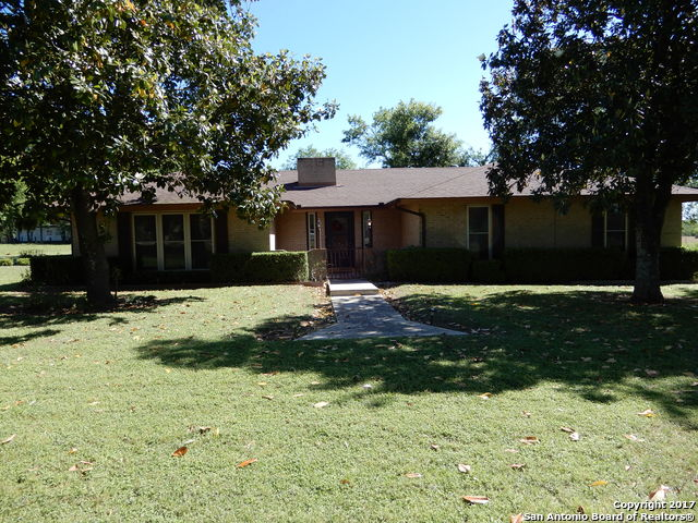 534 4TH STREET, Floresville, TX 78114