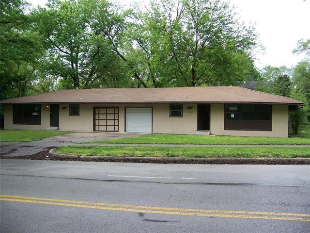 3214 E Gregory Boulevard, Kansas City, MO 64132
