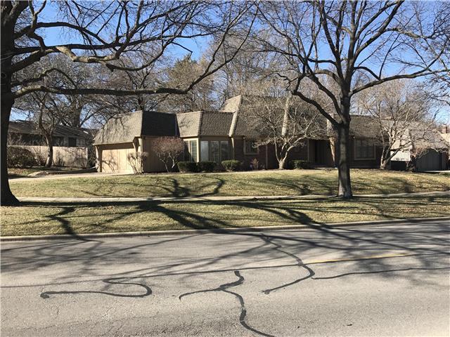 8444 Somerset Drive, Prairie Village, KS 66208